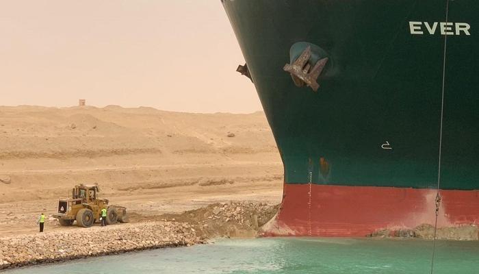 جنوح السفينة العملاقة في سيناء وموضوعات أخرى